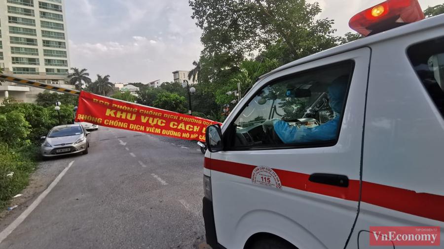 Hà Nội khẩn trương cách ly y tế tòa nhà tổ hợp quận Tây Hồ - Ảnh 5