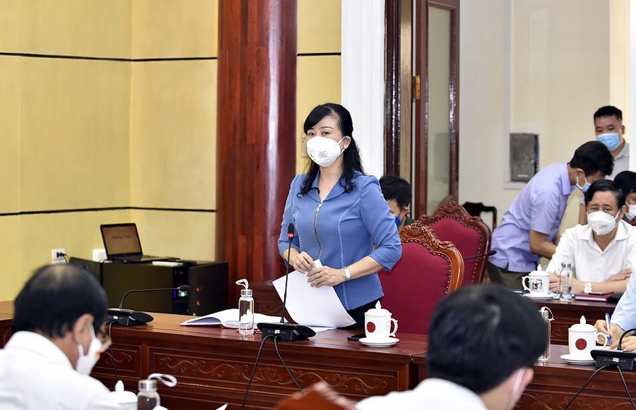 Bí thư Tỉnh ủy Bắc Ninh Đào Hồng Lan báo cáo Thủ tướng Chính phủ - Ảnh: VGP