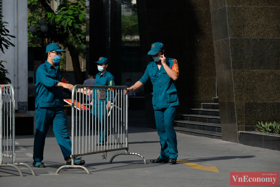 Hà Nội phong tỏa mềm tòa nhà trên phố Láng Hạ để truy vết Covid-19 - Ảnh 3