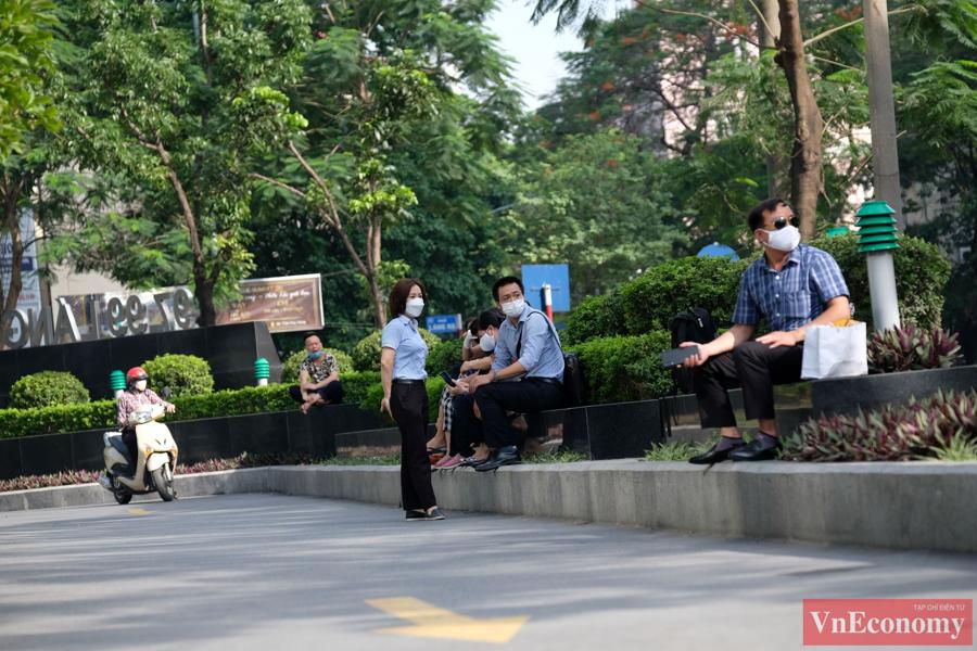 Hà Nội phong tỏa mềm tòa nhà trên phố Láng Hạ để truy vết Covid-19 - Ảnh 5