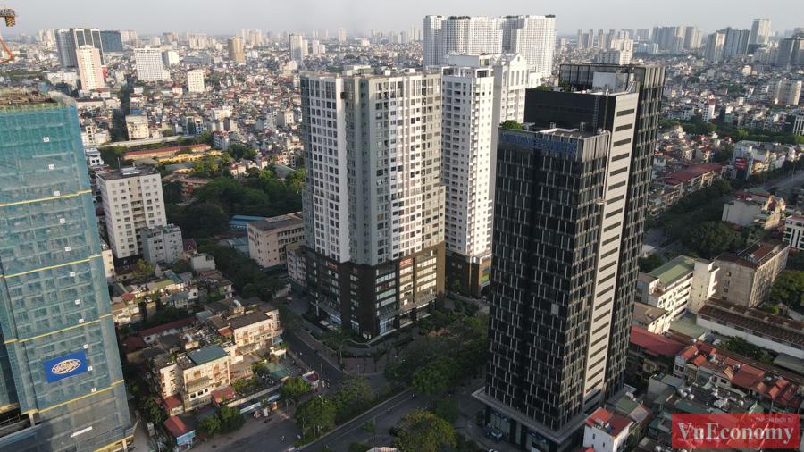 Hà Nội phong tỏa mềm tòa nhà trên phố Láng Hạ để truy vết Covid-19 - Ảnh 1