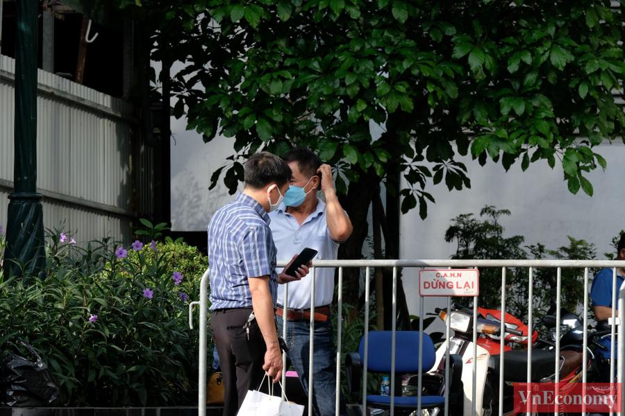 Hà Nội phong tỏa mềm tòa nhà trên phố Láng Hạ để truy vết Covid-19 - Ảnh 4