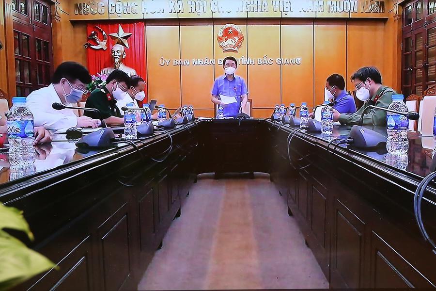 Lãnh đạo tỉnh Bắc Giang thông tin về tình hình dịch Covid-19 trên địa bàn. Ảnh - VGP.