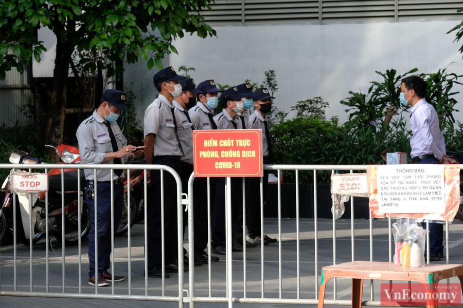 Hà Nội phong tỏa mềm tòa nhà trên phố Láng Hạ để truy vết Covid-19 - Ảnh 7