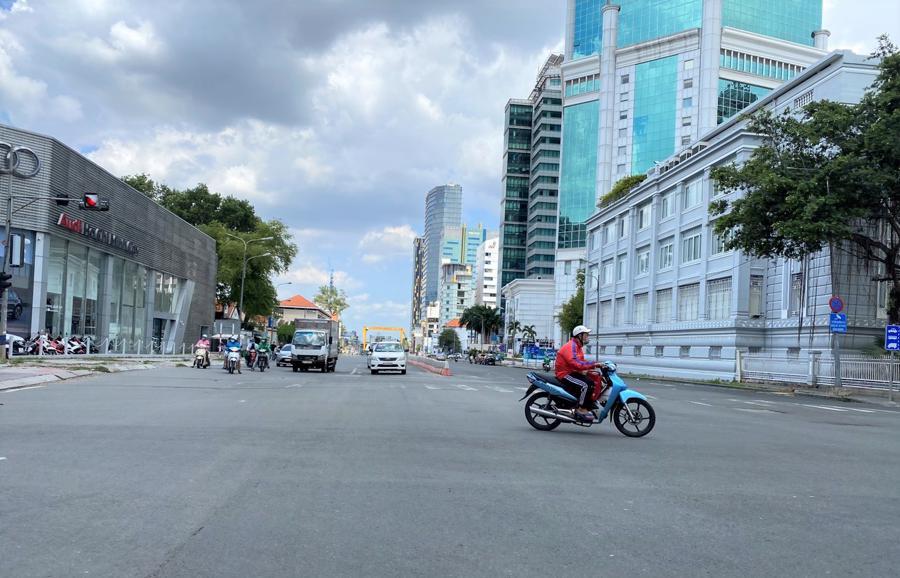 Một góc đường Tôn Đức Thắng (Q.1) mọi ngày xe cộ chật cứng, bất kể giờ giấc.