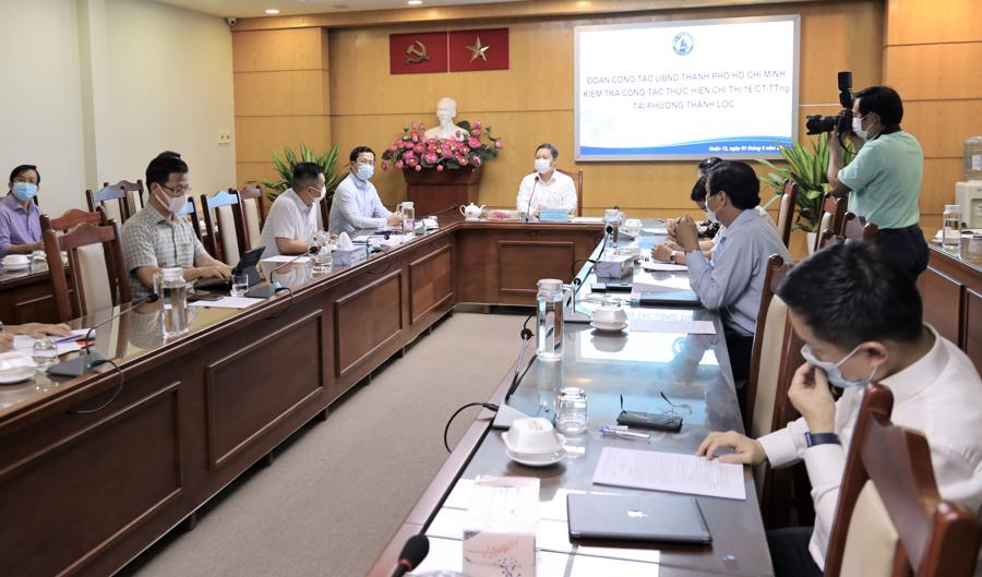 Ông Dương Anh Đức họp với lãnh đạo quận 12 về công tác phòng, chống dịch bệnh Covid-19 trên địa bàn quận.