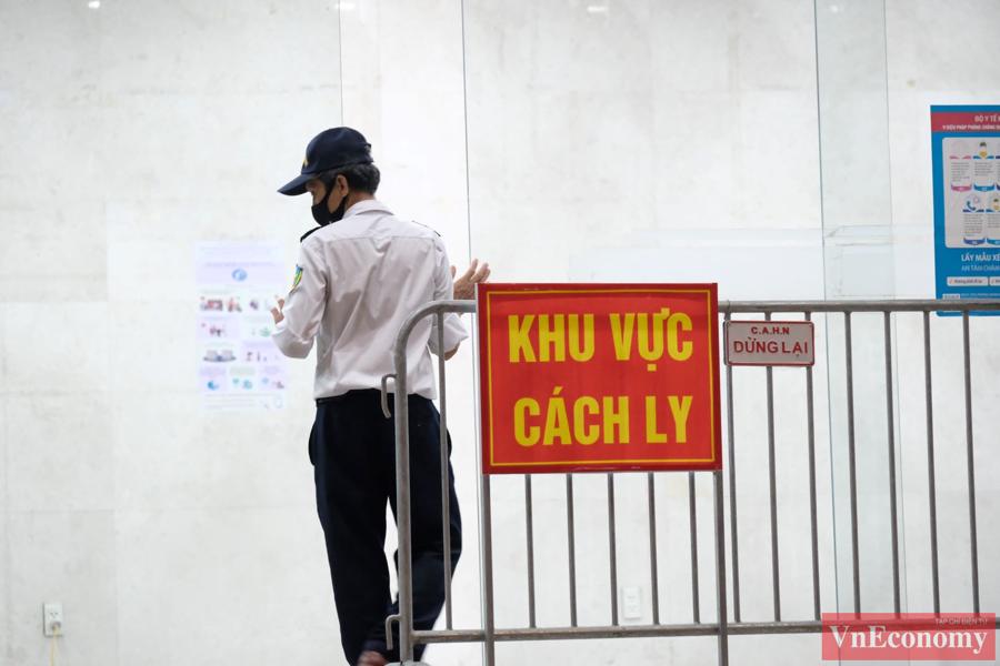 Hà Nội tạm phong tỏa, phun khử khuẩn tòa nhà Hemisco Xa La - Ảnh 6