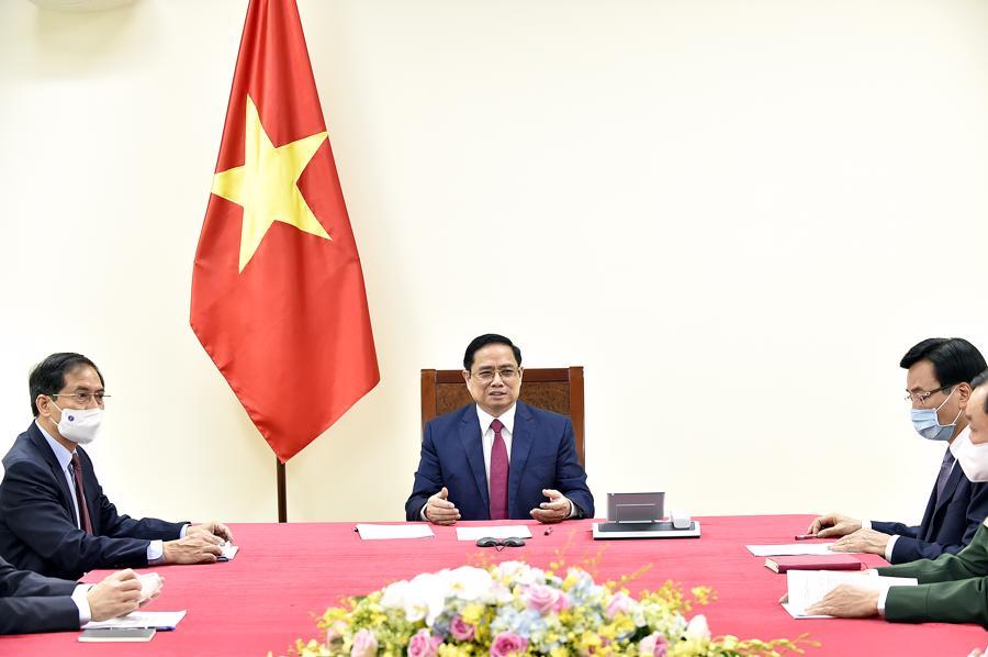 Thủ tướng Phạm Minh Chính tại cuộc điện đàm với Thủ tướng Trung Quốc - Ảnh: VGP
