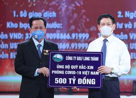AHLĐ Lê Văn Kiểm - Chủ tịch Công ty Golf Long Thành ủng hộ Quỹ vaccine 500 tỷ đồng.