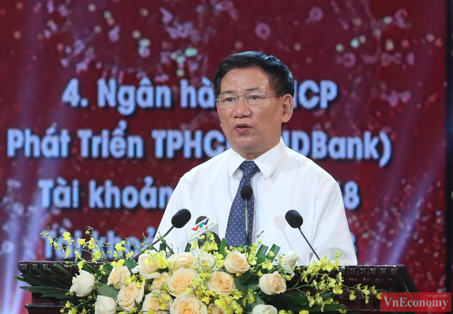 Đồng chí Hồ Đức Phớc, Ủy viên Trung ương Đảng, Bộ trưởng Bộ Tài chính lên phát biểu giới thiệu về Quỹ vaccine phòng, chống Covid-19 theo quyết định của Thủ tướng chính phủ.