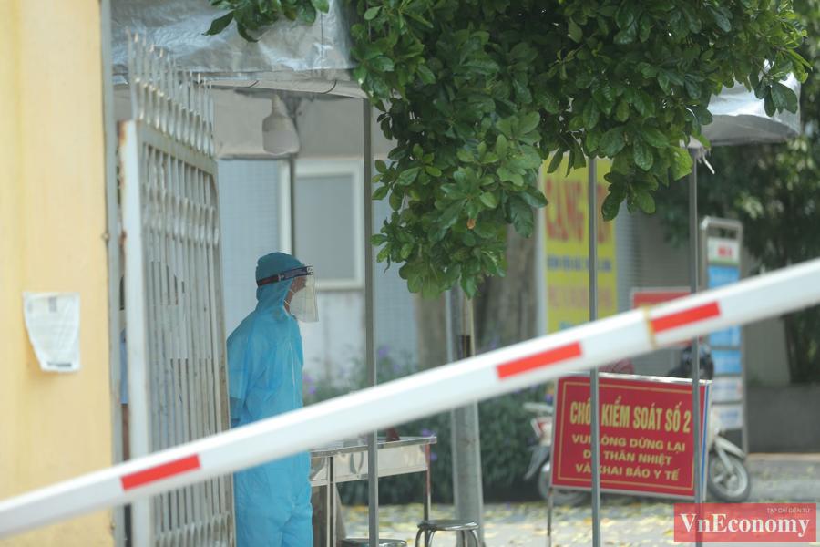 Quang cảnh Bệnh viện Bắc Thăng Long sau khi ghi nhận ca Covid-19 - Ảnh 2