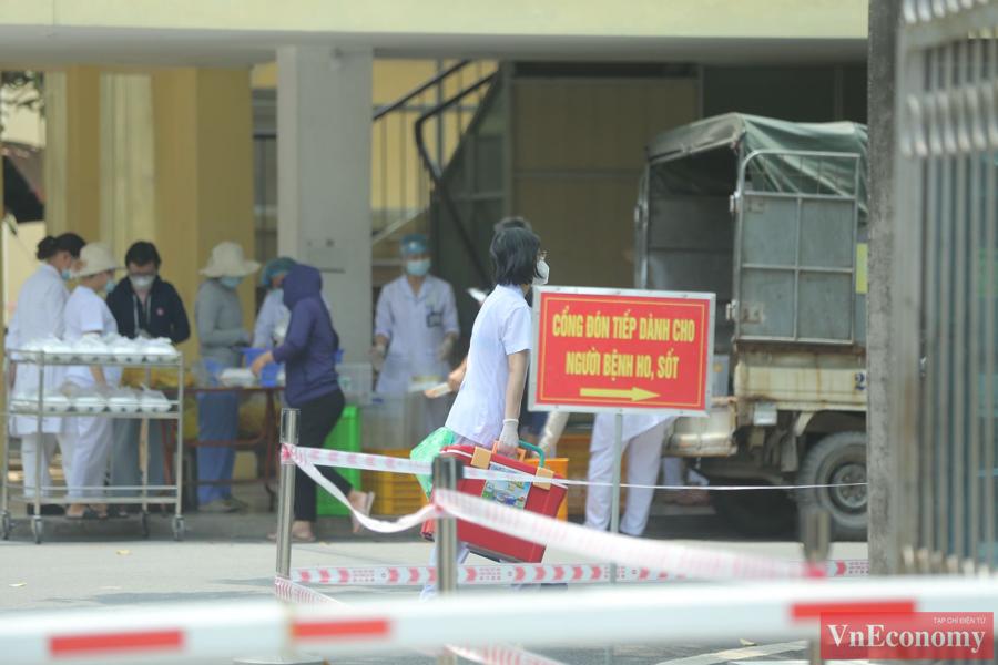 Quang cảnh Bệnh viện Bắc Thăng Long sau khi ghi nhận ca Covid-19 - Ảnh 6