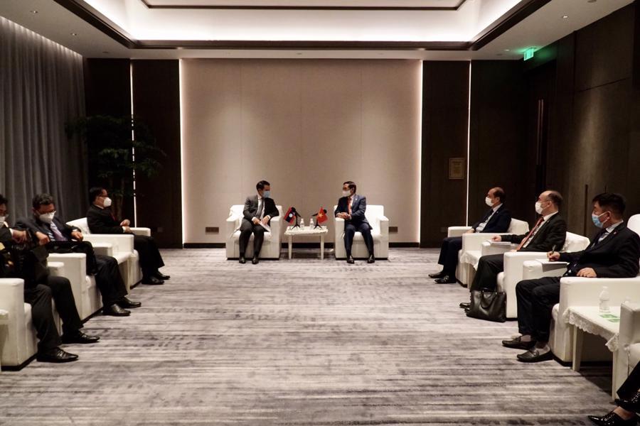 Cuộc gặp song phương giữa hai Bộ trưởng Ngoại giao Việt Nam - Lào - Ảnh: Bộ Ngoại giao
