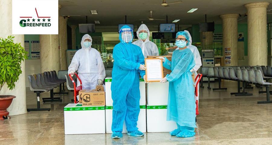 Hơn 7.000 sản phẩm đã được GREENFEED trao tận tay cho các cơ sở y tế tuyến đầu với hy vọng mang đến những bữa ăn lành, ngon cho đội ngũ y bác sĩ, tình nguyện viên…