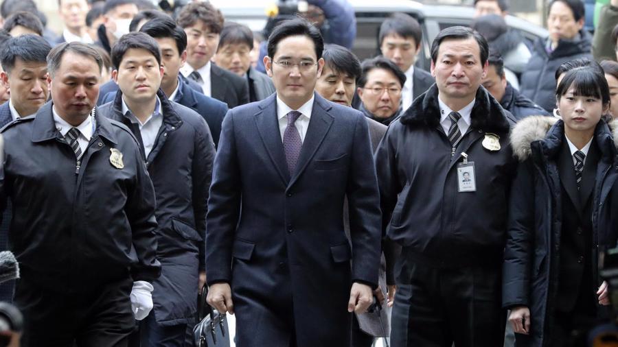 """Một bộ phận trong chính đảng Dân chủ của ông Moon Jae-in kịch liệt phản đối việc ân xá cho """"thái tử Samsung"""" - Ảnh: Getty Images"""