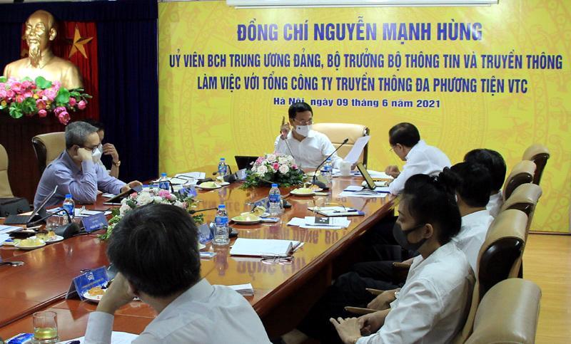 Buổi làm việc giữa Bộ trưởng Nguyễn Mạnh Hùng và Tổng công ty VTC.Ảnh: MIC.