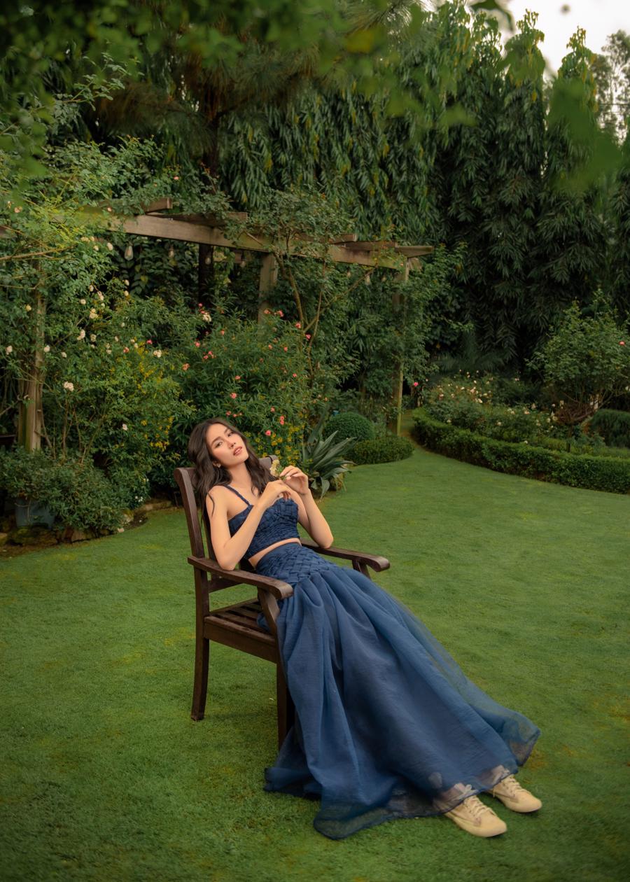 Á hậu Phương Anh hóa thân thành nàng thơ trong khu vườn mùa hè.