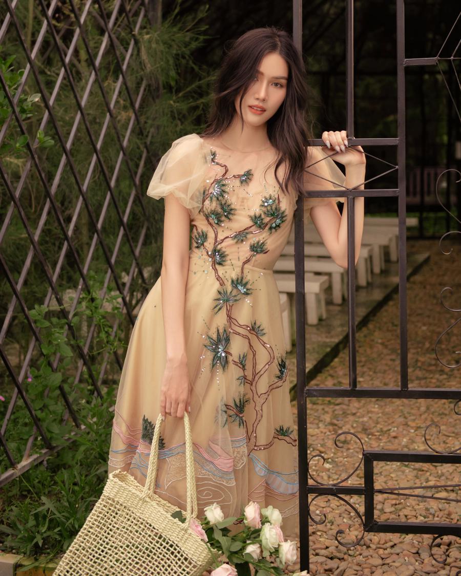 """Chọn trang phục hè theo phong cách """"nàng thơ"""" cùng Á hậu Phương Anh - Ảnh 4"""