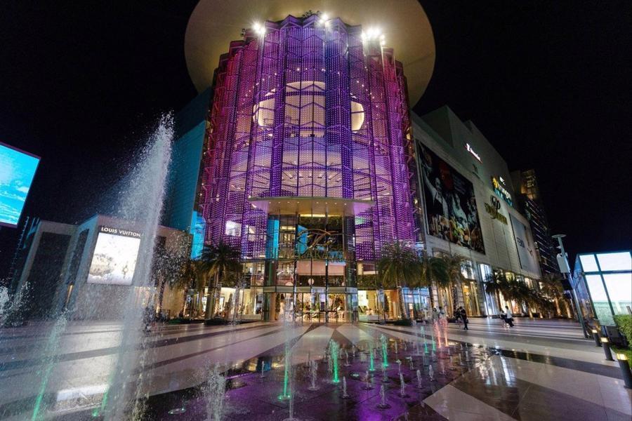 Trung tâm mua sắm Siam Paragon ở Bangkok, Thái Lan hầu như không có khách vào một tối tháng 5 - Ảnh: Bloomberg