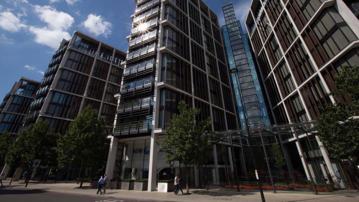 Theo CNBC, giá bán căn penthouse này là 247 triệu USD,tương đương 145.294 USD/m2, là căn hộ đắt nhất tại thủ đô nước Anh.