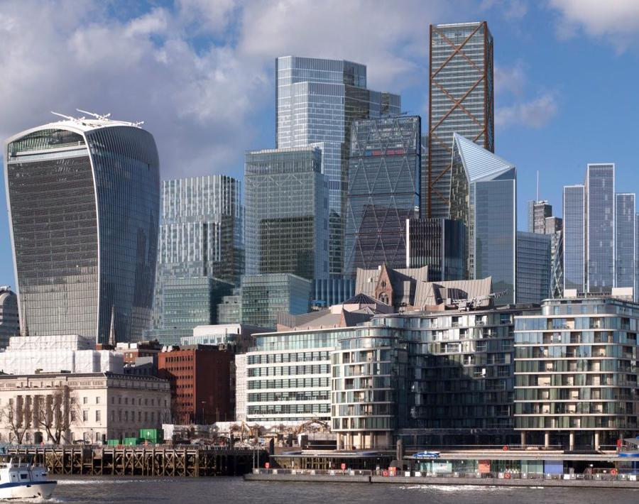 Theo Rory Penn, giám đốc Private Office, thuộc sở hữu của Knight Frank, bất chấp đại dịch, số lượng giao dịch bất động sản trị giá trên 10 triệu USD tại London trong năm 2020 vẫn cao nhất toàn cầu. Năm ngoái, tổng giá trị các giao dịch bất động sản từ 10 triệu USD trở lên ở thủ đô nước Anh là 3,7 tỷ USD, vượt qua cả New York và Hông Kông - hai thị trường bất động sản nổi tiếng đắt đỏ trên thế giới.