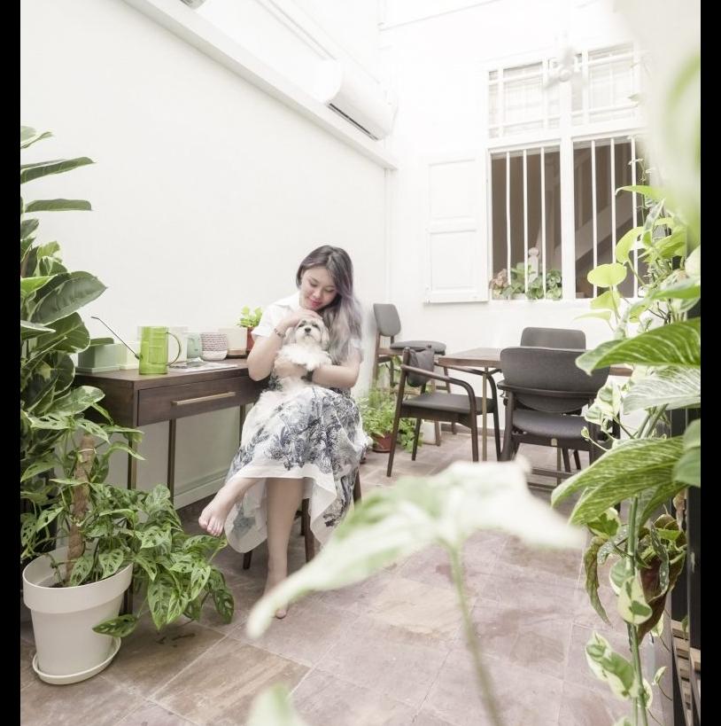 Sylvia nói rằng nhờ không gian rộng rãi và có nhiều cây xanh, những ngày giãn cách xã hội cô và chú chó cưng không thấy bức bối, ngột ngạt.