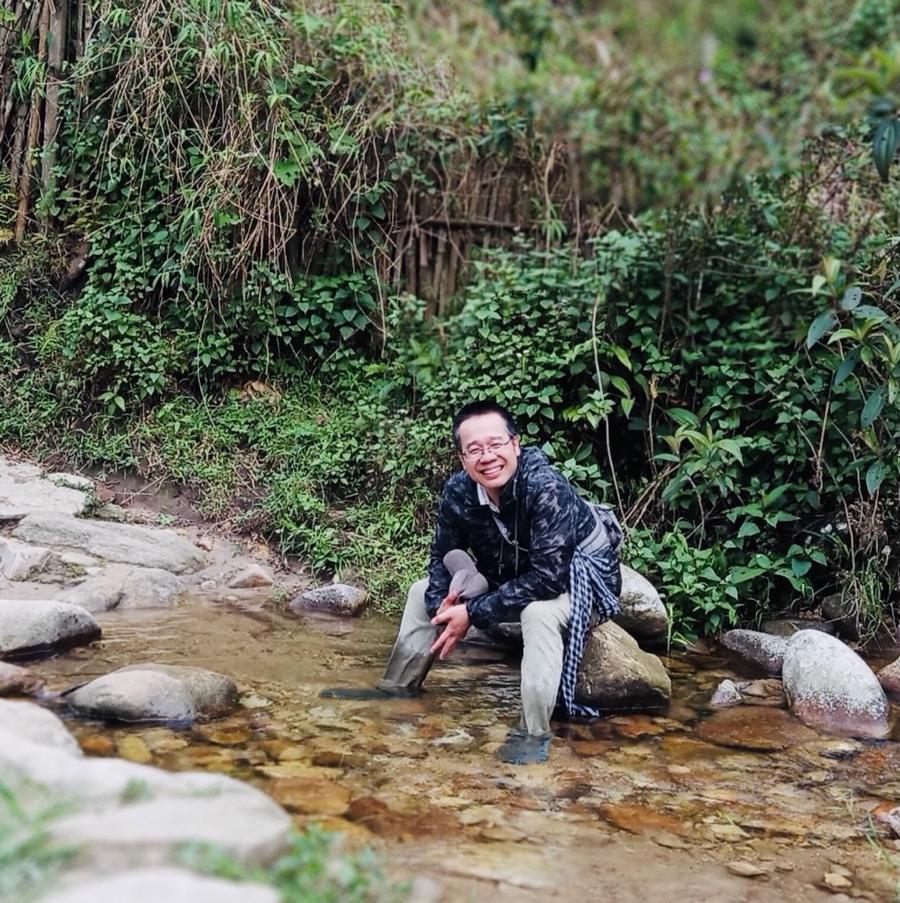 Nhà báo Đỗ Doãn Hoàng trong một lần đi tác nghiệp.
