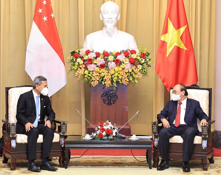Chủ tịch nước Nguyễn Xuân Phúc vàBộ trưởng Ngoại giao Singapore Vivian Balakrishnan - Ảnh: Bộ Ngoại giao