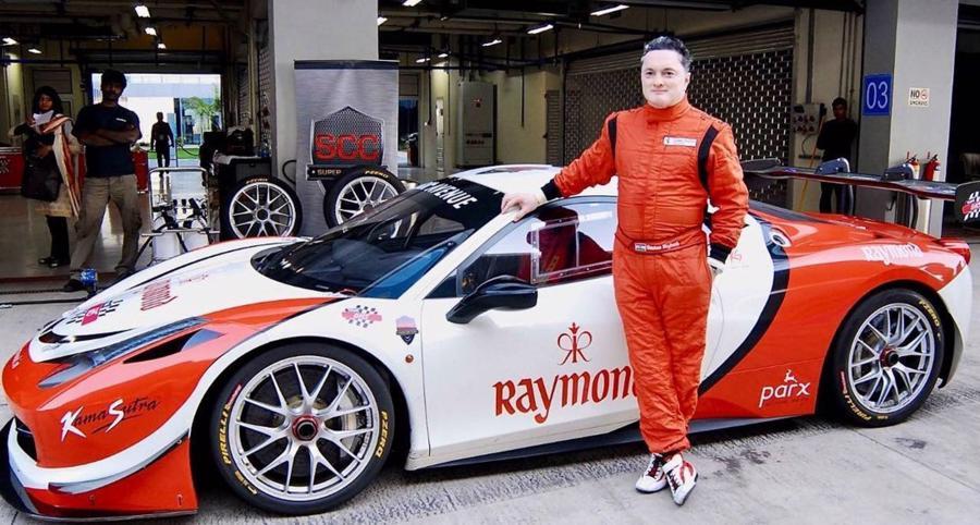 Ông Singhania sở hữu một trong những bộ sưu tập xe ấn tượng nhất ở Ấn Độ, sánh ngang với tỷ phú giàu nhất nước này - Mukesh Ambani. Bộ sưu tập của ông gồm một chiéc Lamborghini Gallardo LP570 Superleggera, Lotus Elise mui trần, Nissan Skyline GTR, Honda S2000, Ferrari 458 Italia và Audi Q7. Ông cũng là nhà sáng lập câu lạc bộ siêu xe đầu tiên tại Ấn Độ và đứng sau đường đua công thức 1 đầu tiên ở nước này - Ảnh:Instagram