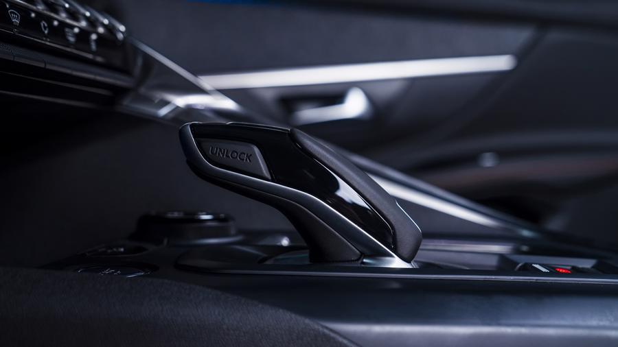 Peugeot 3008 thế hệ mới về Việt Nam, giá 989 triệu đồng - Ảnh 1