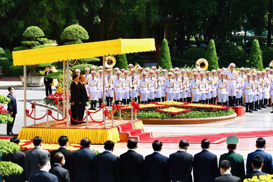 Quân nhạc cử quốc thiều hai nước - Ảnh: VGP.