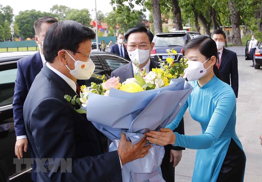 Cũng trong chiều 28/6,Chủ tịch Quốc hội Vương Đình Huệ hội kiến Tổng Bí thư, Chủ tịch nước Lào Thongloun Sisoulith.