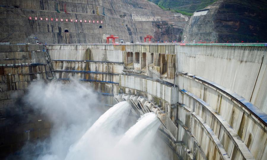 Xả nước tại đập Bạch Hạc Than - Ảnh: Global Times.