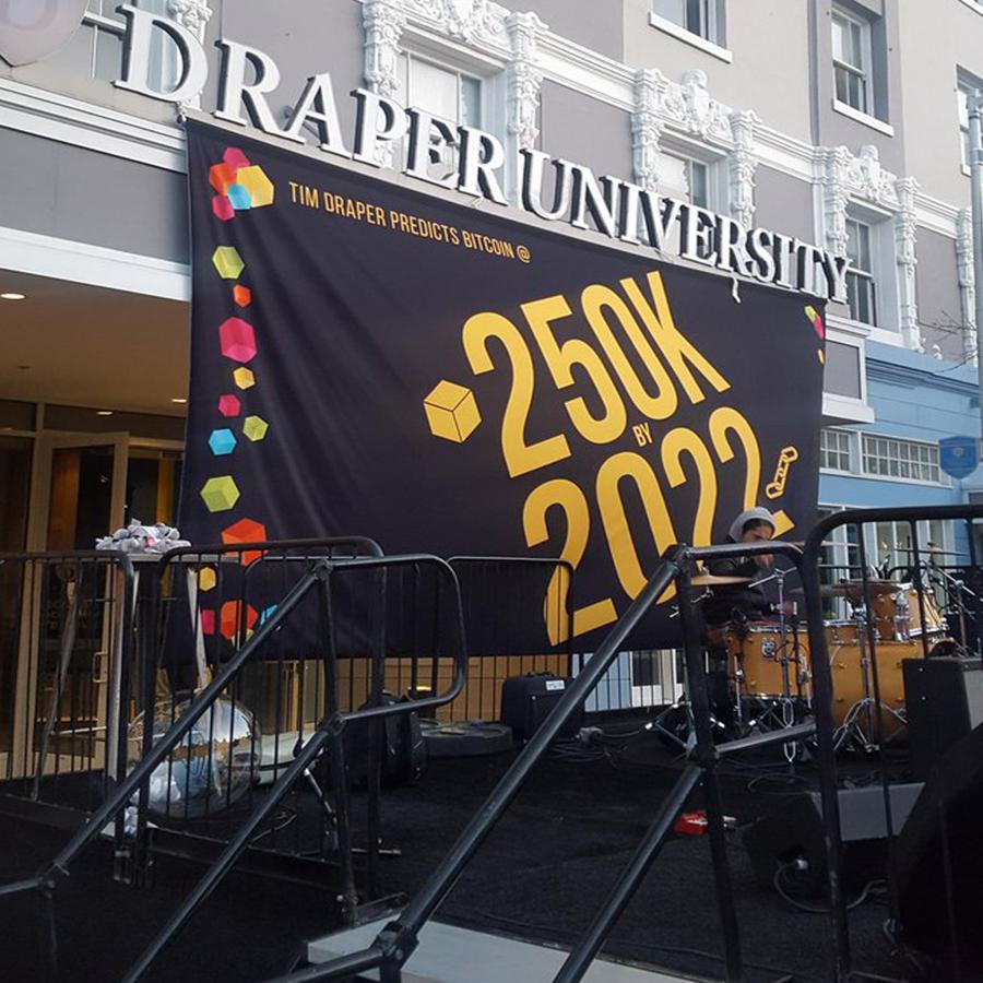 Tỷ phú Tim Draper dự báo giá Bitcoin có thể đạt 250.000 USD vào năm 2022 tại một sự kiện ở Đại học Draper vào tháng 4/2018 -Ảnh:Đại học Draper