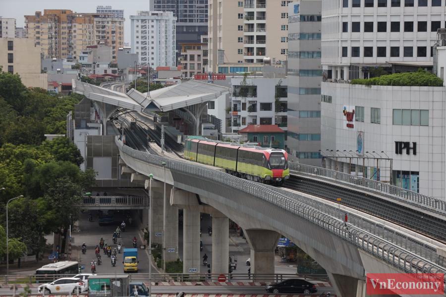 Dự án đường sắt đô thị số 3, đoạn Nhổn - ga Hà Nội sử dụng 10 đoàn tàu được nhà sản xuất Alstom (Cộng hòa Pháp) thiết kế riêng.