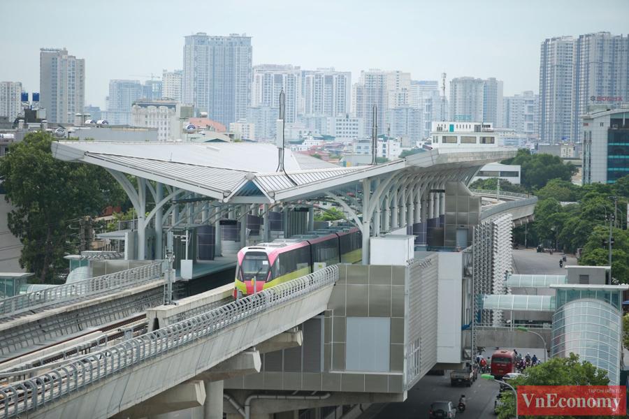 Cận cảnh đoàn tàu metro Nhổn - ga Hà Nội chạy thử nghiệm an toàn - Ảnh 2