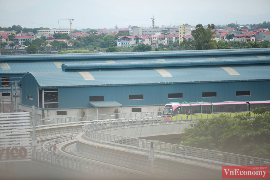 Cận cảnh đoàn tàu metro Nhổn - ga Hà Nội chạy thử nghiệm an toàn - Ảnh 1