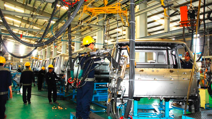 Sản lượng và đơn hàng ngành sản xuất giảm mạnh trong tháng 6