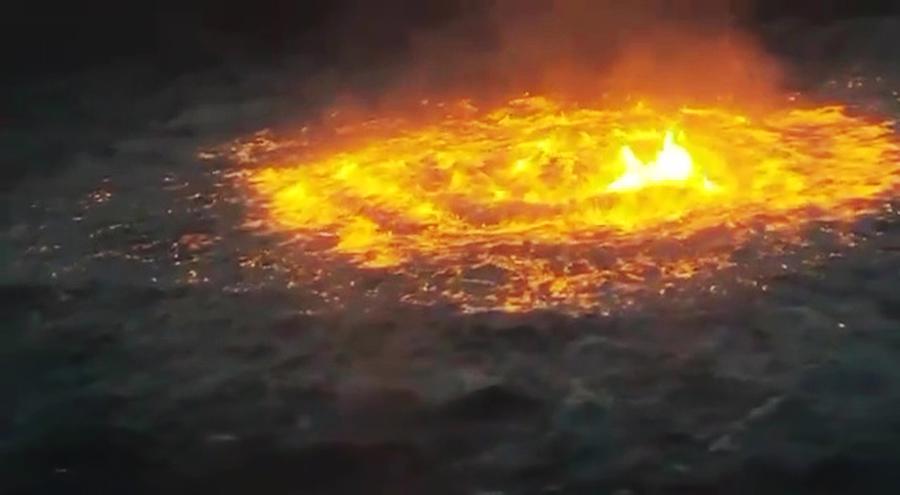 """Đám cháy được ví như""""con mắt lửa"""" hay """"cổng địa ngục"""" - Ảnh: ABC7"""