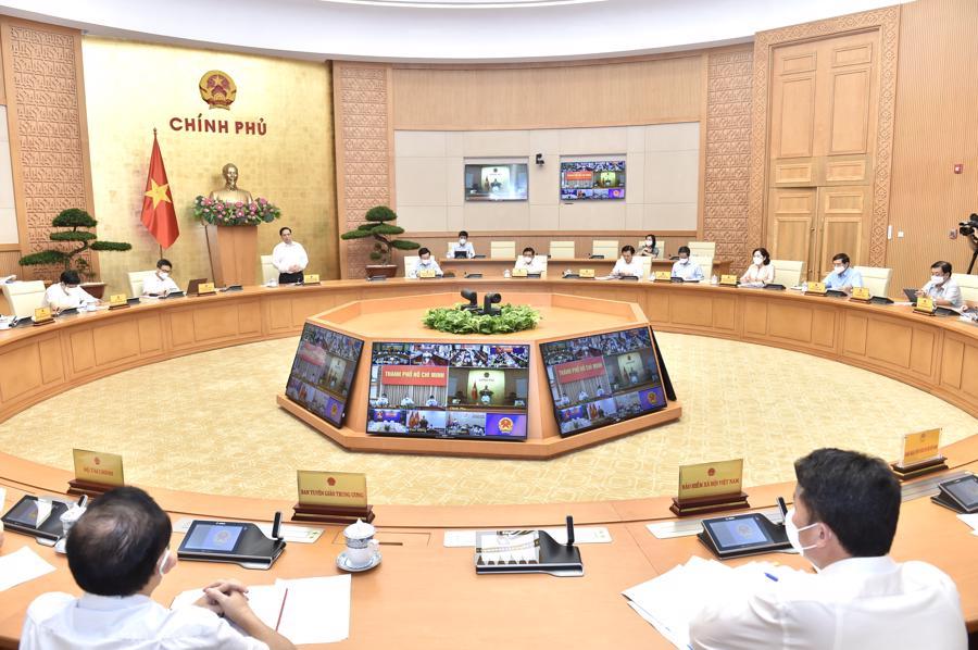 Thủ tướng yêu cầu lãnh đạo phải chọn việc khó khăn hơn để thuận lợi hơn cho người dân, doanh nghiệp và xã hội - Ảnh: VGP