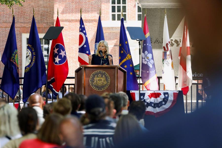 Đệ nhất phu nhân Mỹ Jill Biden phát biểu tại một buổi lễ trong khuôn khổ các hoạt động mừng Quốc khánh Mỹ, tại Philadelphia ngày 4/7 - Ảnh: Reuters.