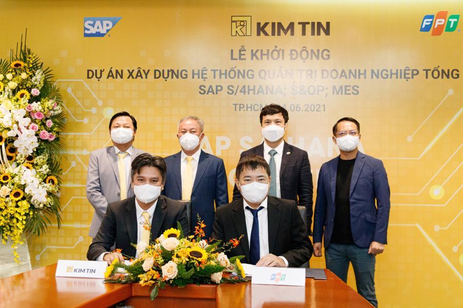 Lễ ký kết hợp đồng và khởi động dự án Chuyển đổi số toàn diện.