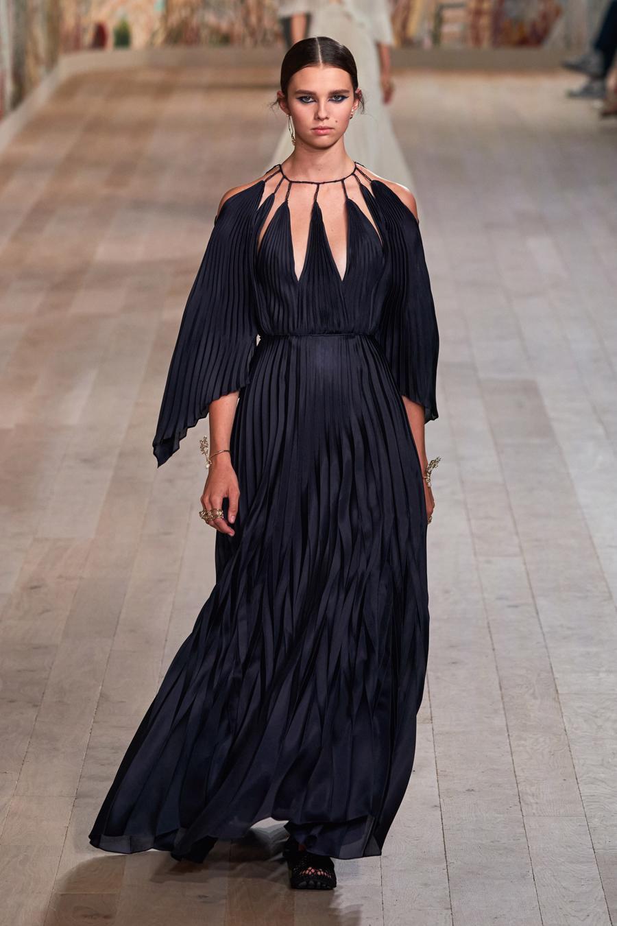 Dior trình diễn BST Haute Couture Thu Đông 2021 - 2022 - Ảnh 14