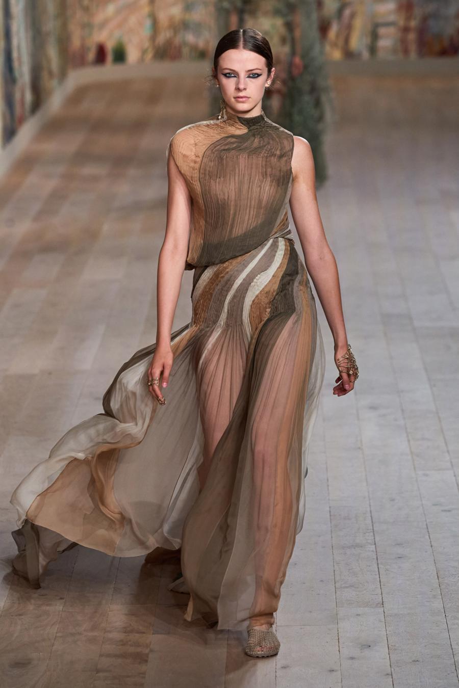 Dior trình diễn BST Haute Couture Thu Đông 2021 - 2022 - Ảnh 15