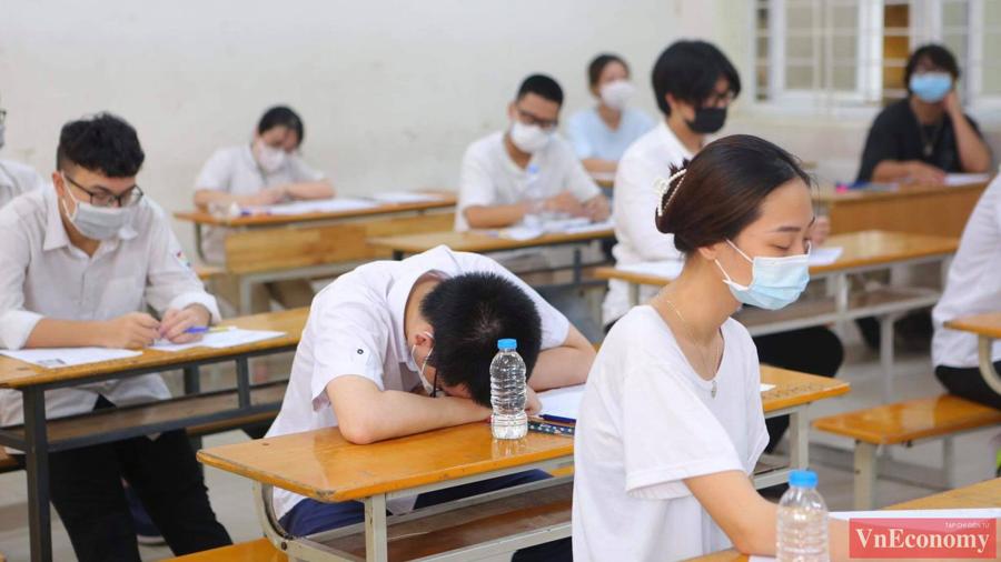 Ngữ văn là môn thi tự luận duy nhất trong 5 bài thi và có thời lượng làm bài kéo dài trong 120 phút.