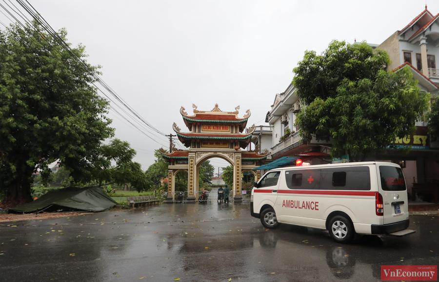 Sau khi ghi nhận chùm ca bệnh gia đình 5 người mắc Covid-19,thôn Kinh Đào (An Mỹ, Mỹ Đức, Hà Nội) đã được khoanh vùng, thiết lập khu vực cách ly y tế.