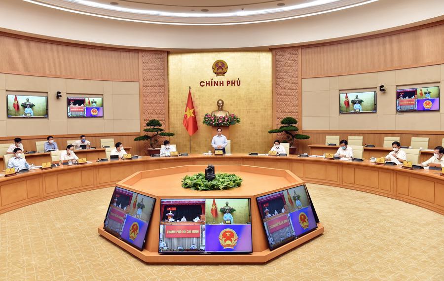 Thủ tướng chủ trì cuộc họp trực tuyến với TP.HCM sáng 8/7 - Ảnh: VGP.