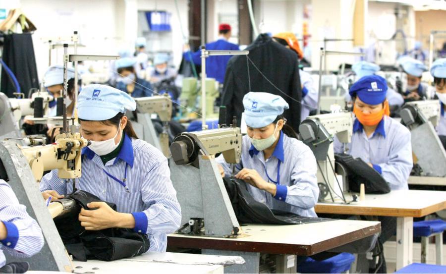 Lao động của các doanh nghiệp trong chuỗi cung ứng bị giảm sâu để thực hiện phòng dịch. Ảnh minh họa.