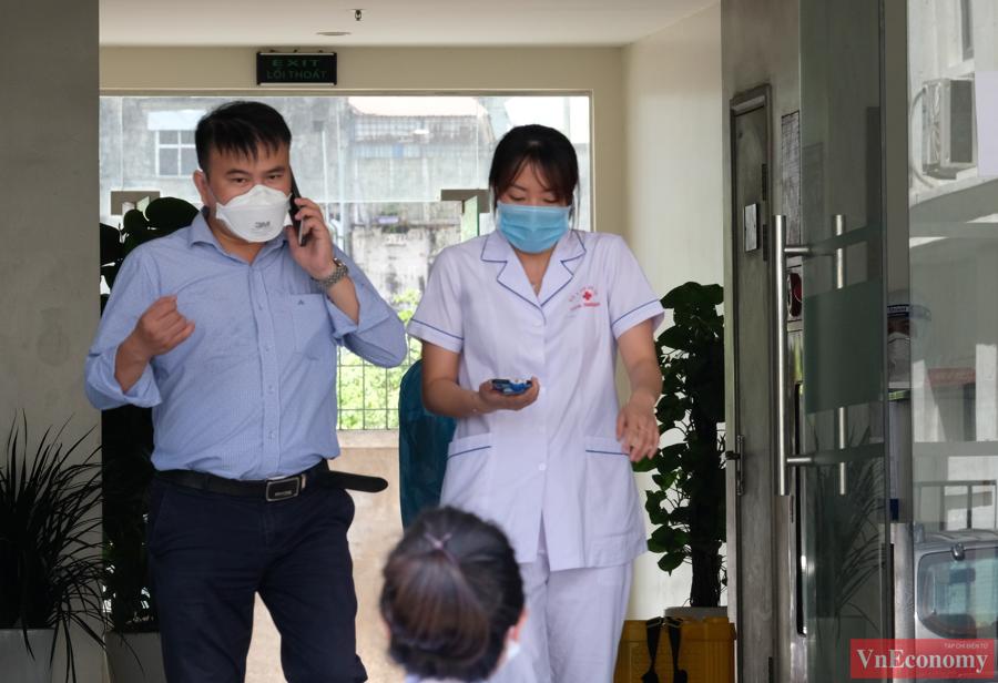 Hà Nội phong tỏa tạm thời một chung cư do có 2 ca nhiễm liên quan đến Tp.HCM - Ảnh 1