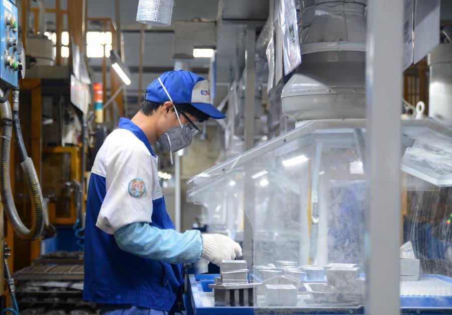 Các doanh nghiệp cầnchú trọng nâng cao chất lượng nguồn lao động và đào tạo các lao động có trình độ kỹ thuật cao.